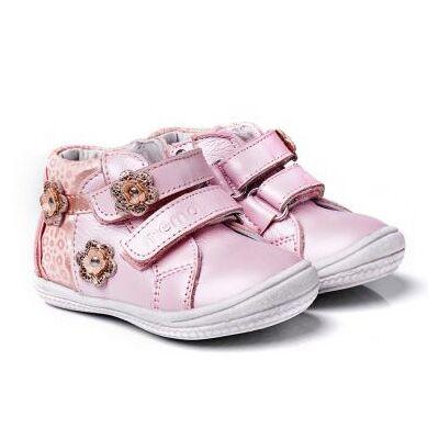 MEMO babacipő BELLA rózsaszínben.  19-21-es méretekben kapható, egy tépőzáras; puha, rugalmas talpú zárt cipő a legkisebbeknek ahidegebb, esősebb napokra.