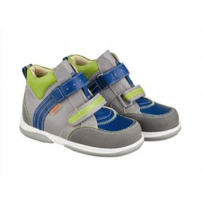 A MEMO gyermekcipők egyik legsportosabb, zárt modellje a Polo. A két tépőzáras, úgynevezettJunior modellek 22-31-es méretig kaphatók.
