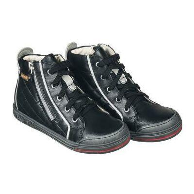 A New York kollekció fekete modellje kizárólag színbőr felhasználásával készült, ünneplő cipőnek is jó uniszex darab.