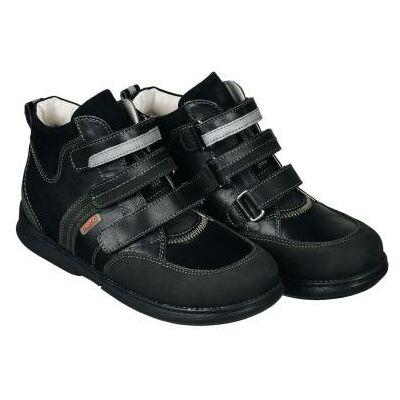 A MEMO gyermekcipők egyik legsportosabb, zárt modellje a POLO. Elérhető 30-38-as méretekben.