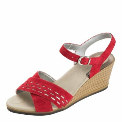 Scholl női szandál velúrbőr felsőrésszel, puha és kényelmes speciális Gel Aktív lábággyal. Elegáns, alkalmi viselet. Világosszürke és piros színben kapható.