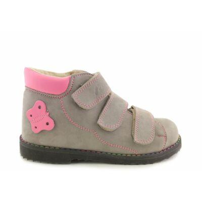 A minőségi és tartós Salus szupinált gyermekcipő elősegíti a gyermek lábának egészséges fejlődését, azzal, hogy a sarkat és a bokát a lábszár középvonalában tartja, s ezzel megelőzi a belső boka bedőlését.
