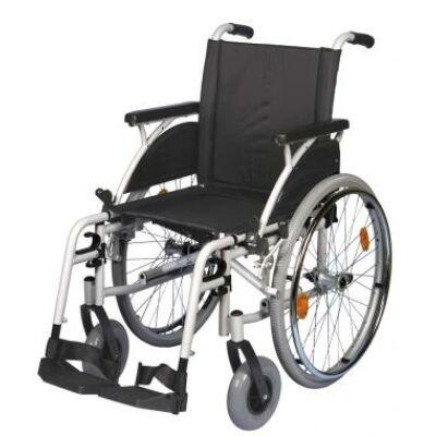 B 4200/M önhajtós mechanikus, összecsukható kerekesszék, hátrahajtható kartámasszal, összecsukható vázzal, rögzítőfékkel, gyöngyvászon üléstámlával és ülőlappal
